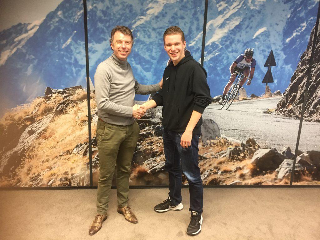 Impress-4DMS directeur Marcel Kranenburg schud mijn hand. Hij is zelf ook gek van wielrennen en wil mij graag helpen verder te komen in de sport.