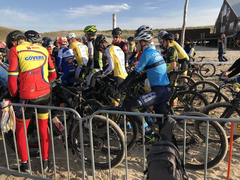 Aan de start van Beukers Beachcriterium Petten