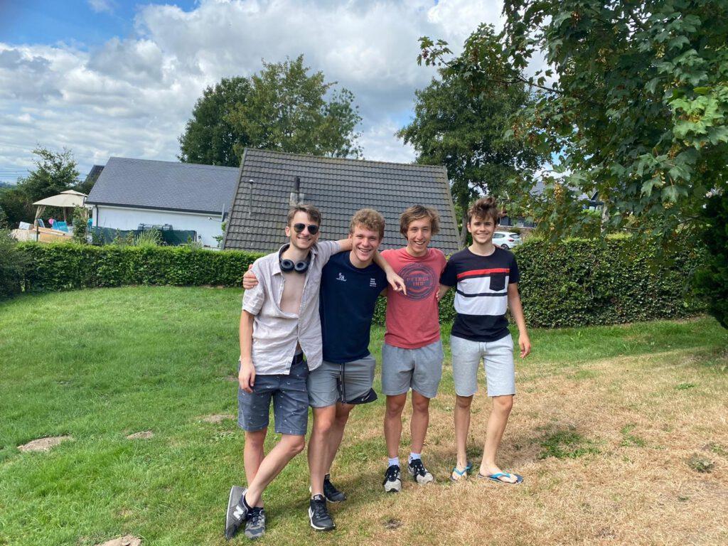 Vier fietsvrienden op vakantie in België tijdens de zomer van 2020
